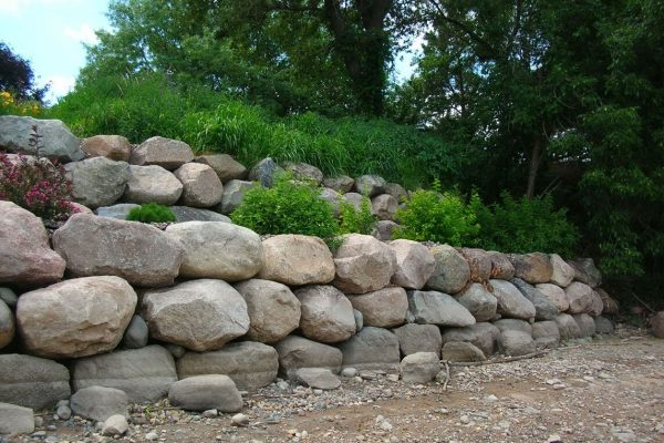 Boulder Retaining Wall Design in Minneapolis